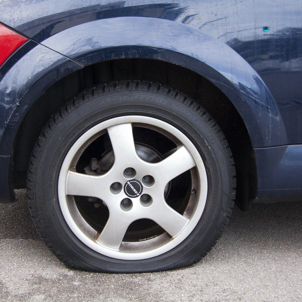 Dépannage Crevaison Pneu - Changement de pneu